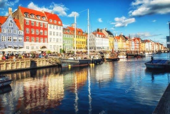 Почему Дания