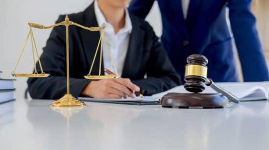 Наем юриста