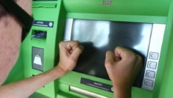 Ваши действия, когда пластик Сберьанка зажевал банкомат, принадлежащий другому банку