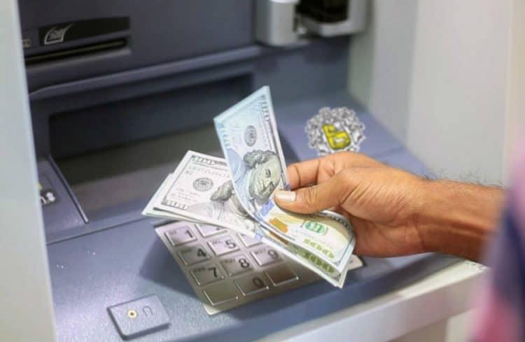 Специфика снятия долларов с пластика в Сбербанке