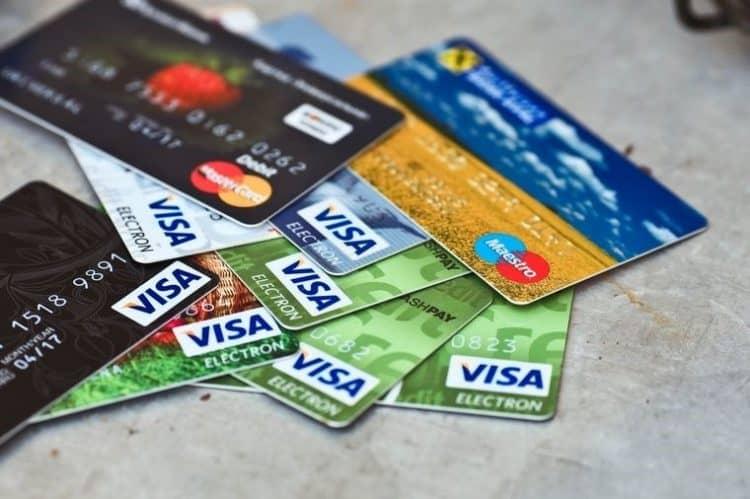 Почему отменяют заявку на дебетовую карточку Сбербанка