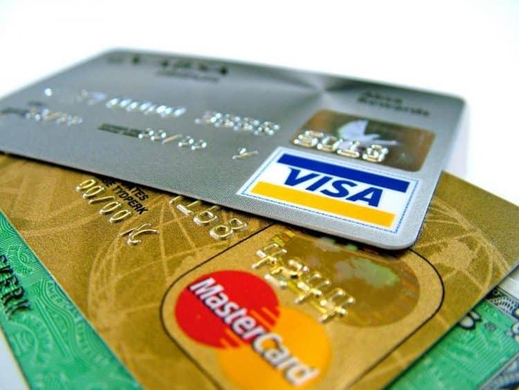 Если перевыпускаешь карту, то сколько она может хранится в банке?