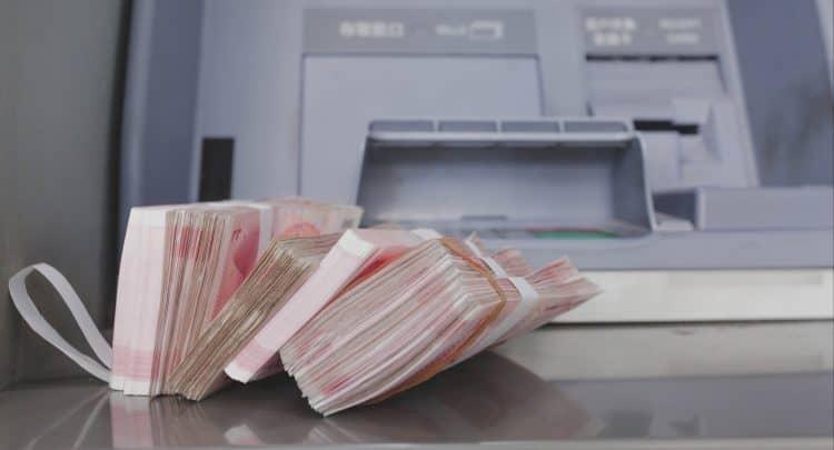 Как снять в банкомате Тинькофф крупную сумму денег
