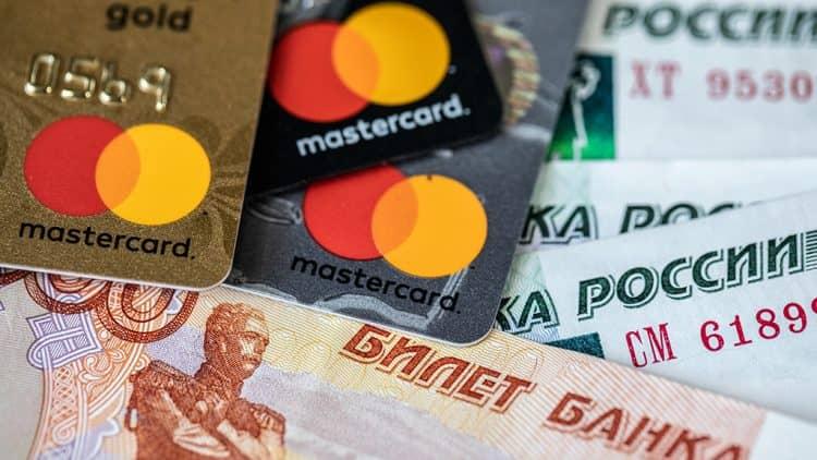 Как влияет тип карты на снятие денег в Открытие