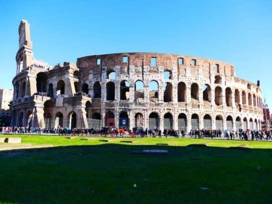 Протяженность дорог в Римской Империи составляла 200-300 тыс. км.