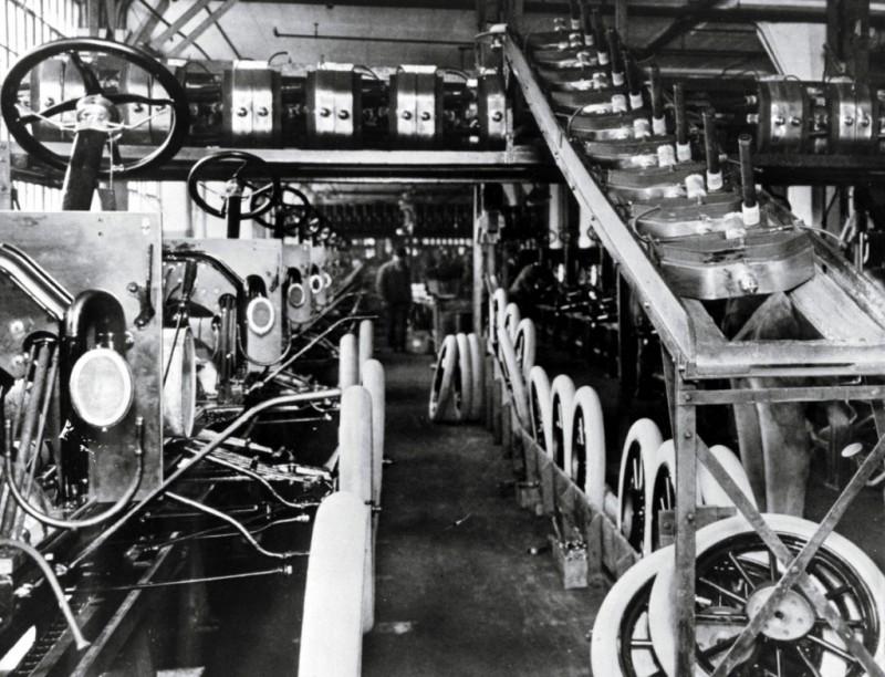 Генри форд запустил конвейер конвейера от производителя
