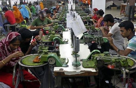 Потогонные предприятия в бедных странах, работающие на Запад: благо или зло?