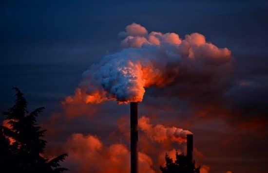 Рыночное решение проблемы внешних эффектов на примере завода, загрязняющего воздух