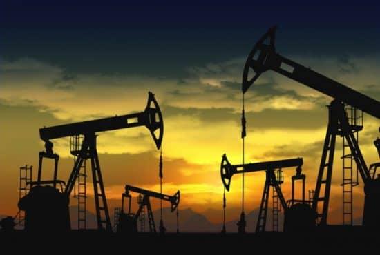 Себестоимость добычи нефти в России составляет 10-15долларов забаррель (на 2017 год)