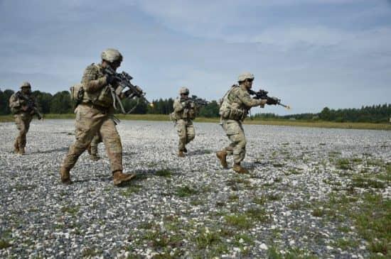 Является ли призывная армия более дешевой для государства, чем контрактная?