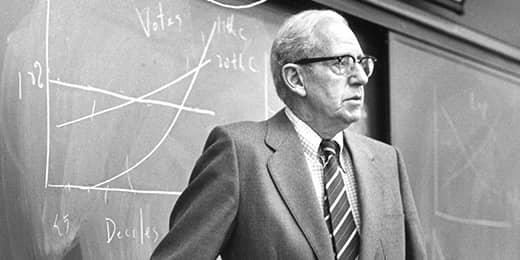 Почему почему из всех общественных наук Нобелевские премии получают только экономисты?